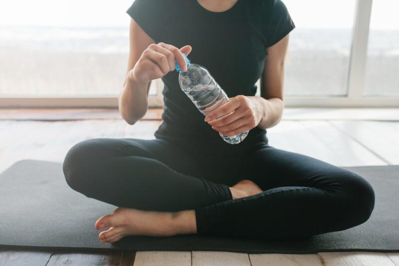 ホットヨガで低血圧症状がでないために水分補給するタイミングのイメージをつくっておく