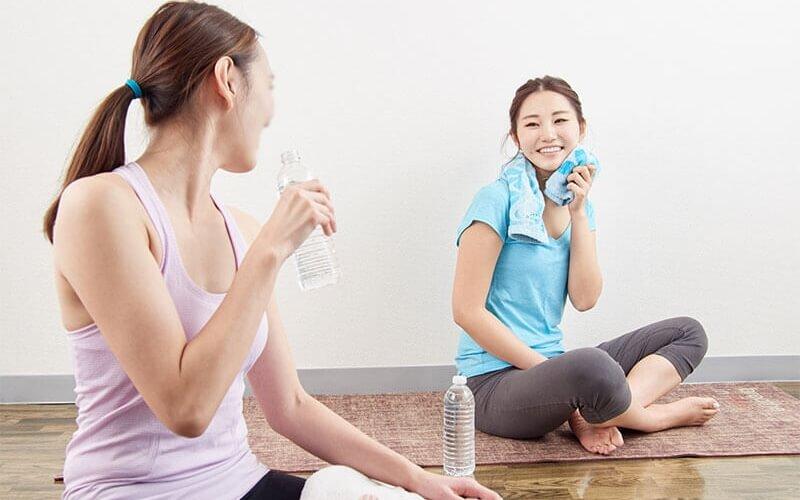 30代からのホットヨガで水を飲む習慣がついて美容にも効果的