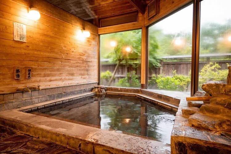 古民家の隠れ宿「神梅館」のお風呂